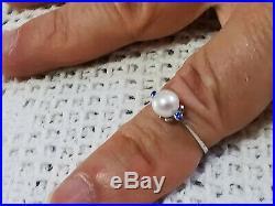 Grazioso piccolo anello oro bianco 750 perla giappone acqua salata 2 zaffiri