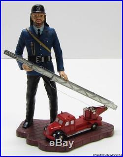 SCHUCO piccolo Figur mit Magirus Deutz Feuerwehr Maßstab 190